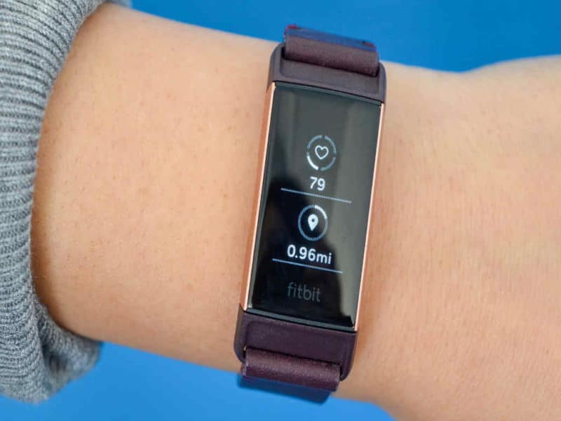 fitbit-charge-3-indossato